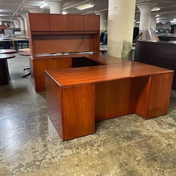 Hon U-Shaped Desk w/Hutch